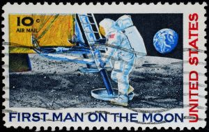 11185799 - united states, 1969, postage stamp issued to commemorate first moon landing